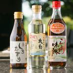 地産地消に力を入れ、食材はもちろん、調味料も地元愛知県産にこだわっています。鉄板焼きに使用する「太白胡麻油」を始め、調味料「白たまり」や「三河味醂」も愛知県の企業製品です。
