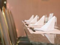鉄板で焼き上げた料理と共に、個室で過ごす至福のひととき