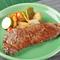 地元で育った肉や産直野菜のみを使い、洋食とスイーツを手づくり