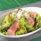 野菜もたくさんとれる『いわて門崎丑のローストビーフサラダ』