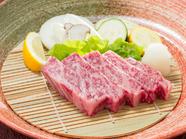 『小形牧場牛 網焼きステーキ 焼野菜付き ハーフサーロインステーキ(100g)』