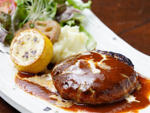 ジューシーな肉汁が溢れ出す『大和牛と大和ポークの自家製ハンバーグランチ』