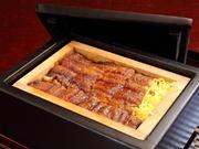 松(肝吸・お漬け物付)一度焼いた鰻を、ご飯と錦糸玉子ともにせいろで蒸した福岡ならではの鰻料理です。肝吸・お漬け物付き。