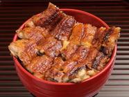 田舎庵独自の鰻の焼き方「こなし」で、焼きのみで仕上げる『鰻丼』