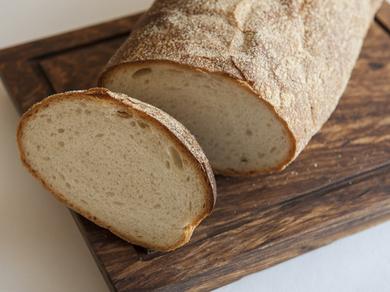 現地では食事に欠かせない、パンは自家製で現地同様の美味を追求