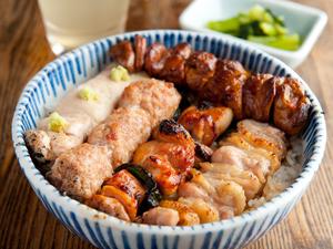 秘伝のタレと姥目樫備長炭で焼き上げる味わい深い『5本丼』