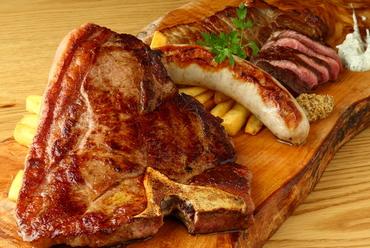 人気の肉メニューを味わい尽くす『名物ロワー肉盛り』