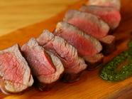 ひと手間加えて肉の旨味を引き出した『熟成仔羊のロースト』