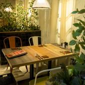 2名~4名向けのナチュラル感あふれるテーブル席