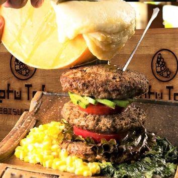 ラクレットチーズのマウンテン肉バーガーコース3時間飲放2929円