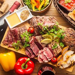 お肉がたっぷり味わえるプランです。自慢のタンドリーチキン、牛ランプ、ポークステーキの3種盛り合わせ。