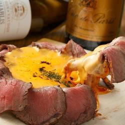 豪華なオマール海老にたっぷりのチーズをかけた贅沢な洋風のお鍋がメインのコース!