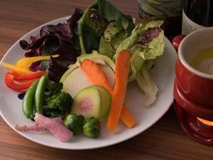 旬のイタリア野菜を取り揃えた『バーニャカウダ』 ※写真は2人前