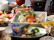 新鮮な魚介、豊後牛等地元の食材にこだわった一品一品を味わいたい。【日本料理 玄】がオススメするスタンダード会席  前菜、お刺身、煮物、焼き物・・・伝統の会席料理を美しい器とともにお楽しみください。