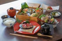 季節の食材を盛り込んだ『日替わり松花堂弁当』