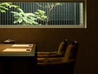 景色とともに、オリジナリティと伝統を掛け合わせた日本料理を