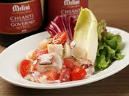 さっぱりとした夏の味わいが魅力の『魚介とピンクグレープフルーツのサラダ』