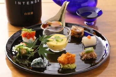 ひと皿の中で季節感を表現した『前菜』