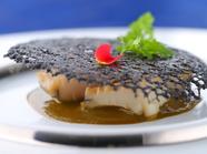 鮑の柔らかさと濃厚ソースが絶妙な『玄界灘産鮑 肝ソース』
