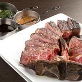 熟成肉の旨みが凝縮された、名物料理『ビステッカ』