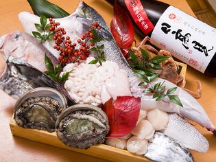 魚介も野菜も旬のものを全国から選りすぐり、季節感溢れる料理に