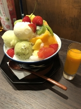 【たか代とまさ代オリジナル】手作りアイスとたっぷりフルーツ、手作りミルク氷で作る『季節のフルーツ氷』