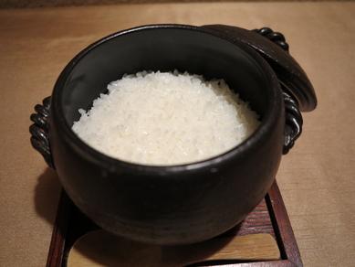 『米福 特選土鍋ごはん』として白米が4~5種類、 さらに、季節の炊き込みご飯など。