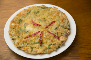 海の幸をふんだんに使った韓国風お好み焼き『海鮮チヂミ』