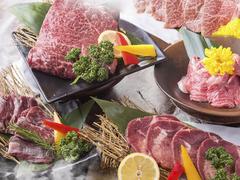 旬野菜を使ったおつまみをはじめ、厳選牛・豚・ホルモンなど全42品で構成されたコース。