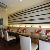 お洒落で温かみのある雰囲気の中、中国料理を愉しんで