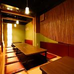 個室や半個室で、料理と酒を楽しむ小規模宴会