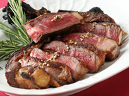 三重層の絶妙な火入れでお肉の様々な表情を堪能『熟成牛の骨付きLボーンステーキ』