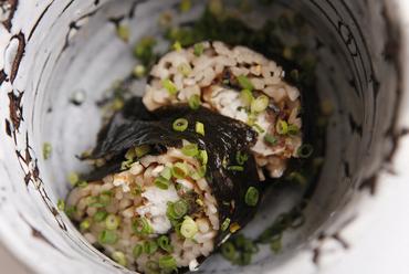 骨煎餅のパリパリがおいしい女性に人気の鮎の塩焼き