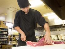 徹底した衛生管理を心がけ、心を込めた調理と丁寧な接客