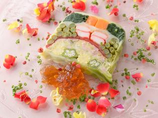 8種類の野菜のうまみを堪能できる『野菜のテリーヌ』