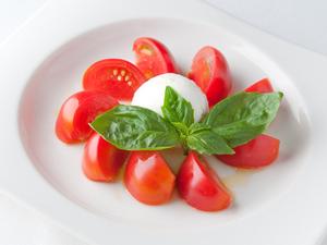 イタリアのチーズが絶品『フルーツトマトのカプレーゼ』