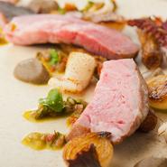 パリの三つ星レストランで活躍した料理人・佐藤氏による、味覚の刺激。新しい価値観と、ナチュラルな素材でつくられたフランス料理には、テクニックだけでなく料理の本質が追及されています。
