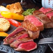 北海道平取町の黒毛牛「平取和牛」は旨味、脂のノリ、甘み、食感、どこをとっても非の打ち所のない最高級ブランド牛。そんな平取牛の食べ比べができる三種盛りは是非食べておきたい一品です。