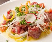 柔らかいながらも、お肉の引き締まった歯応えがあり、噛む程に牛肉の旨味に加えて、長い余韻として残る、濃厚なお肉とは思えない甘味がとても印象的な美味しさです。