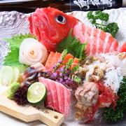 料理長が厳選した鮮魚を贅沢に味わえる、見た目も豪華な極リゾートらしい一品です!