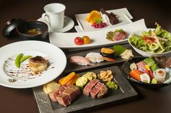 平取和牛の鉄板焼きと極上寿司3貫をはじめ、前菜やデザート等が味わえるディナーコース