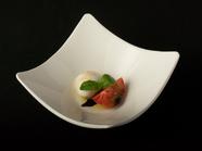 水牛モッツァレラチーズと美味トマト(カプレーゼ)