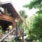 森の中に佇むログハウスのお店