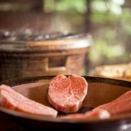 仲居さんがお座敷にてお客様好みの焼き具合で焼いてくれるあみ焼き。 厳選された黒毛和牛のヒレ肉と季節の焼き野菜をヘルシーに頂きます。※単品もあり