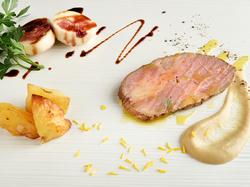 テーブルに並ぶ料理は格別な美味しさ。夢のような時間を満喫できるコースです