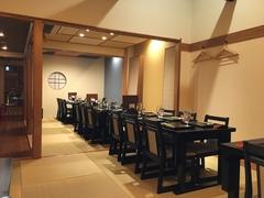最大34名まで。お昼は2950円(税サ込み)コースから。