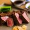 厳選された鉄板焼きに適した黒毛和牛のステーキ