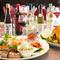 パーティーの食卓を華やかに彩る料理の数々