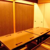 掘りごたつの座敷席で寛げる個室もあり、宴会に最適