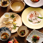 料理の内容は日によって変わる、全8品のコース。旬の食材が使われる充実した内容で、コストパフォーマンスが高い人気のコース です。※写真はイメージです。